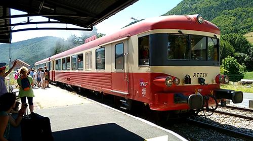 Départ du Veyn'art (Train Touristique, Artistique et Historique) depuis la gare de Lus-la-Croix-Haute durant le Traintamarre de juillet 2015 (photo: G. Trotta-Brambilla)